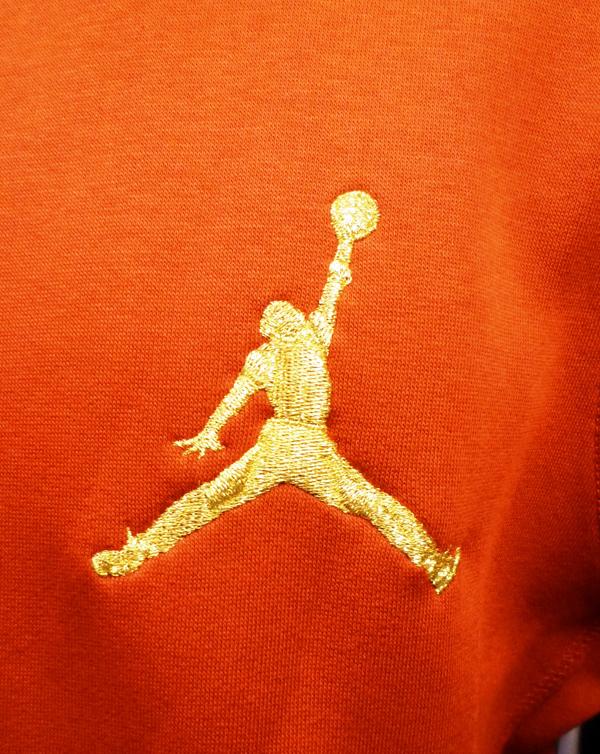air jordan logo dorado