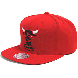 Gorra Chicago Bulls NBA roja. Windy City - BASKETSPIRIT.COM 212ce35bc17