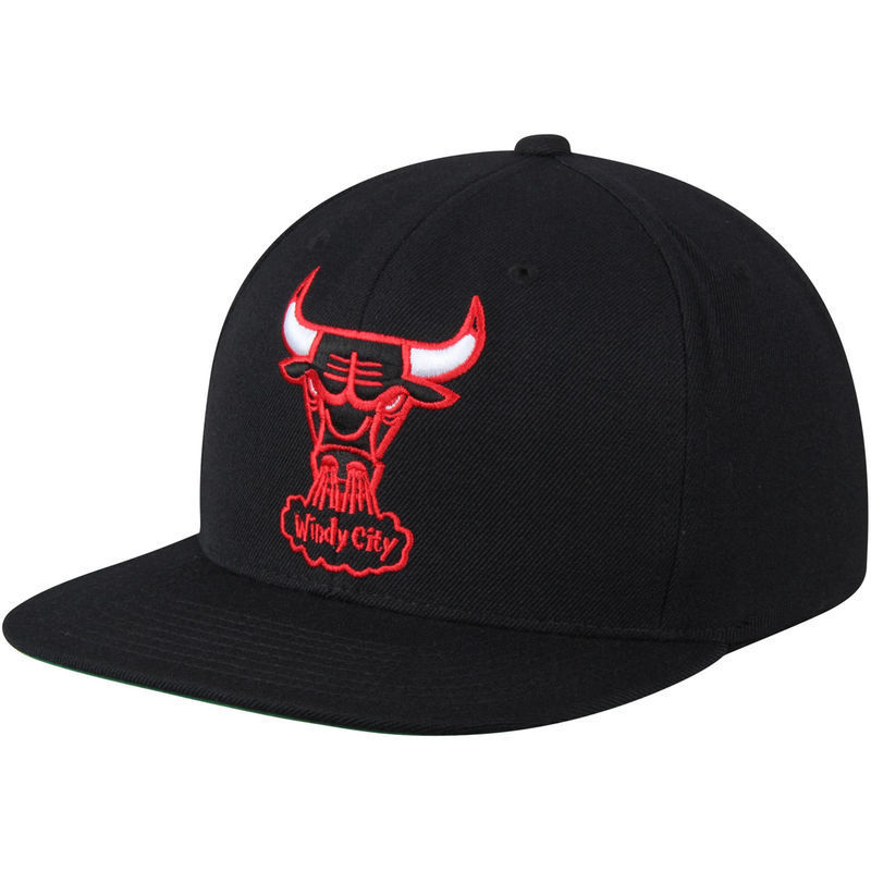 Gorra Chicago Bulls NBA negra. Windy City - BASKETSPIRIT.COM d17d076f856