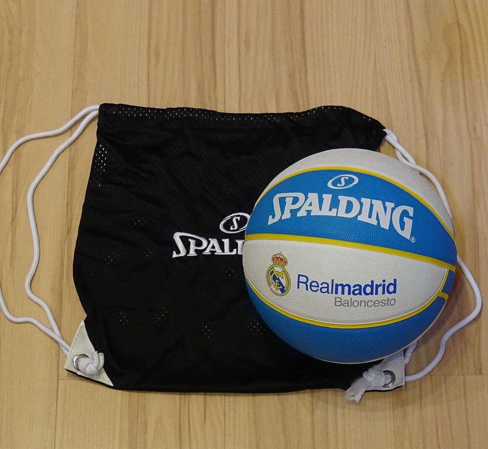Pack Real Madrid Baloncesto. Balón Spalding y bolsa de malla ... 4773c93dfd251