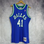 Camiseta Dirk Nowitzki. Dallas Mavericks. Swingman. Hardwood Classics.