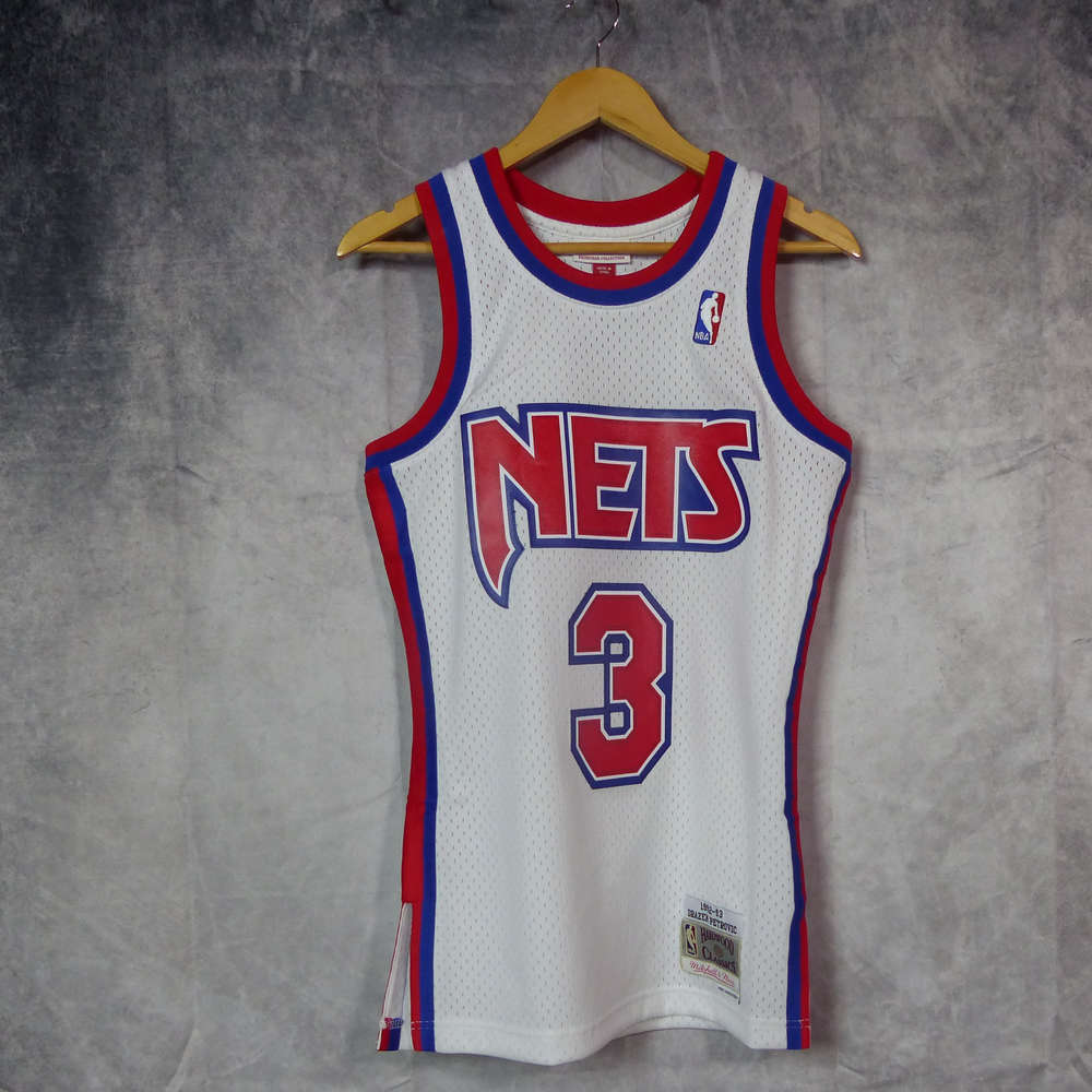 47b323b9ae20 Camiseta Drazen Petrovic. New Jersey Nets. NBA. Blanca. Hardwood Classics.  Swingman