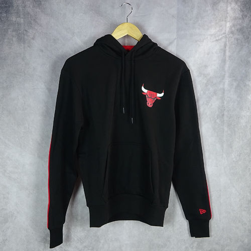 Sudadera con capucha. Chicago Bulls NBA. Stripe Pipping. New Era. Negra