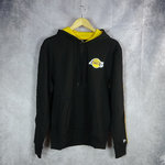 Sudadera con capucha. Los Angeles Lakers NBA. Stripe Pipping.New Era. Negra