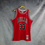 Scottie Pippen. Chicago Bulls. Roja. Hardwood Classics. Swingman.