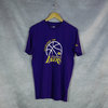 Camiseta  Los Angeles Lakers NBA. Manga corta, color morado.Graphic. New Era