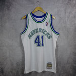 Camiseta Dirk Nowitzki. Dallas Mavericks. #41. Blanca. Swingman. Hardwood Classics.