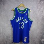 Camiseta Steve Nash. Dallas Mavericks #1. 1998-1999. Azul. Swingman. Hardwood Classics