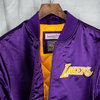 Chaqueta Los Angeles Lakers Heavyweight Satin Jacket. Hardwood Classics. Mitchell and Ness
