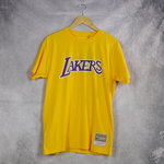 Camiseta Los Angeles Lakers manga corta amarilla.  Worn Logo / Wordmark.